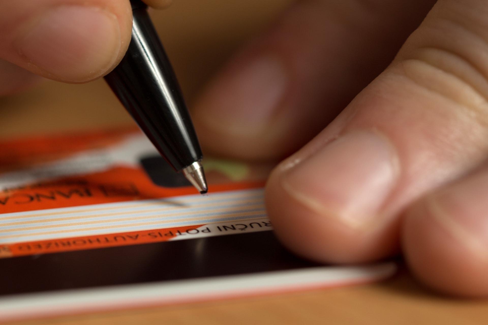 Credit-card-signe