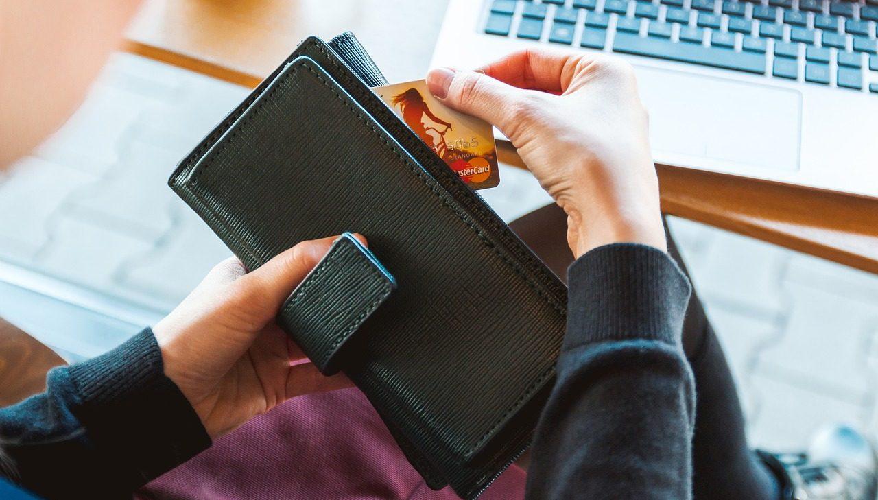クレジットカードの使いすぎ